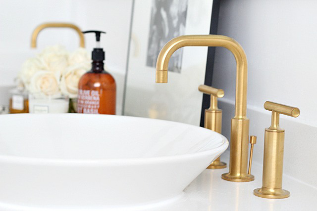 bathroom-gold-faucet-detail