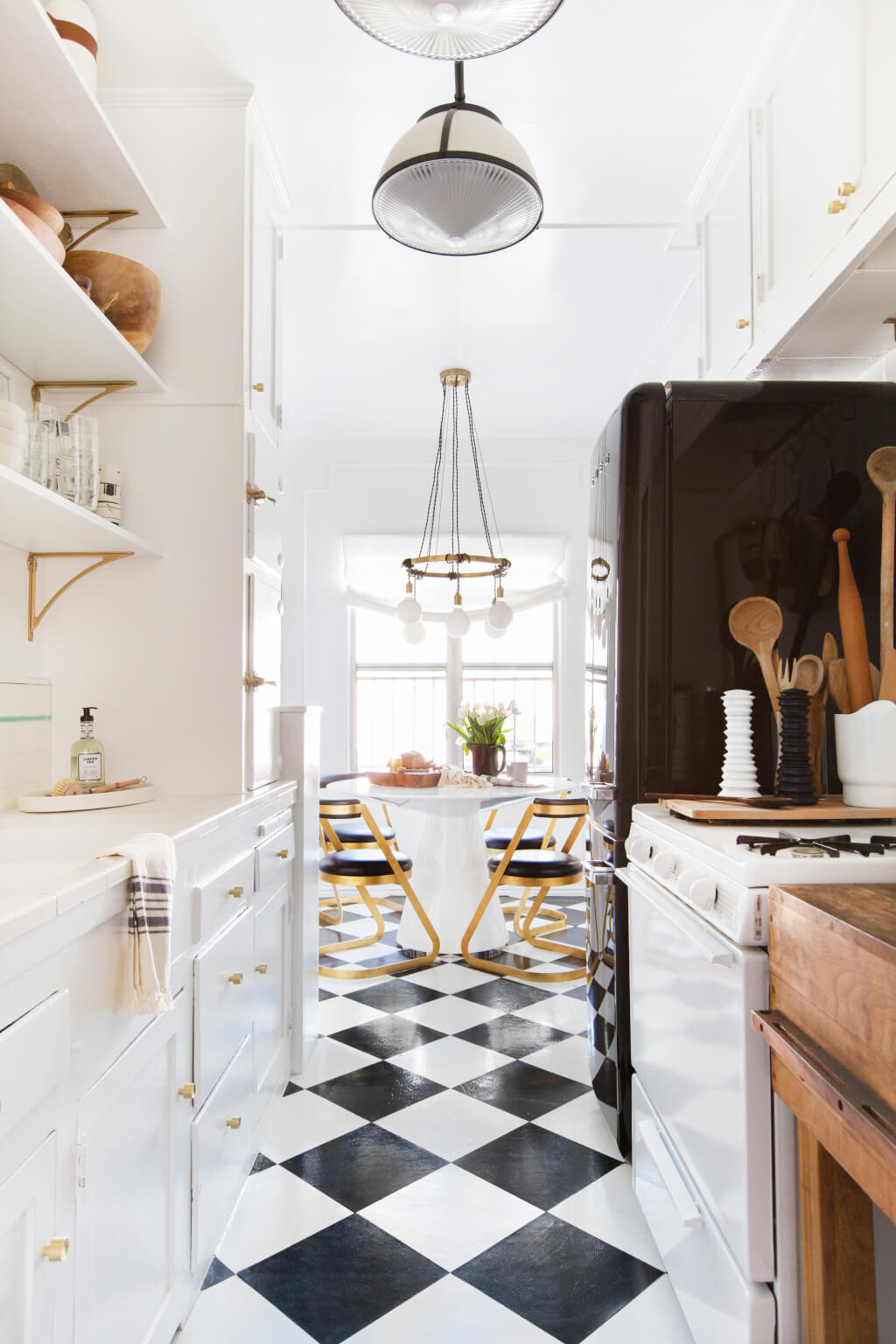 Brady-Tolbert_Emily-Henderson_Black-and-White-Kitchen_Vintage_Apartment-Refresh_Wood_Brass_Checkered-Floor_Copper-Pots_Eclectic_Glam_Modern_Traditional_18-1024x1536