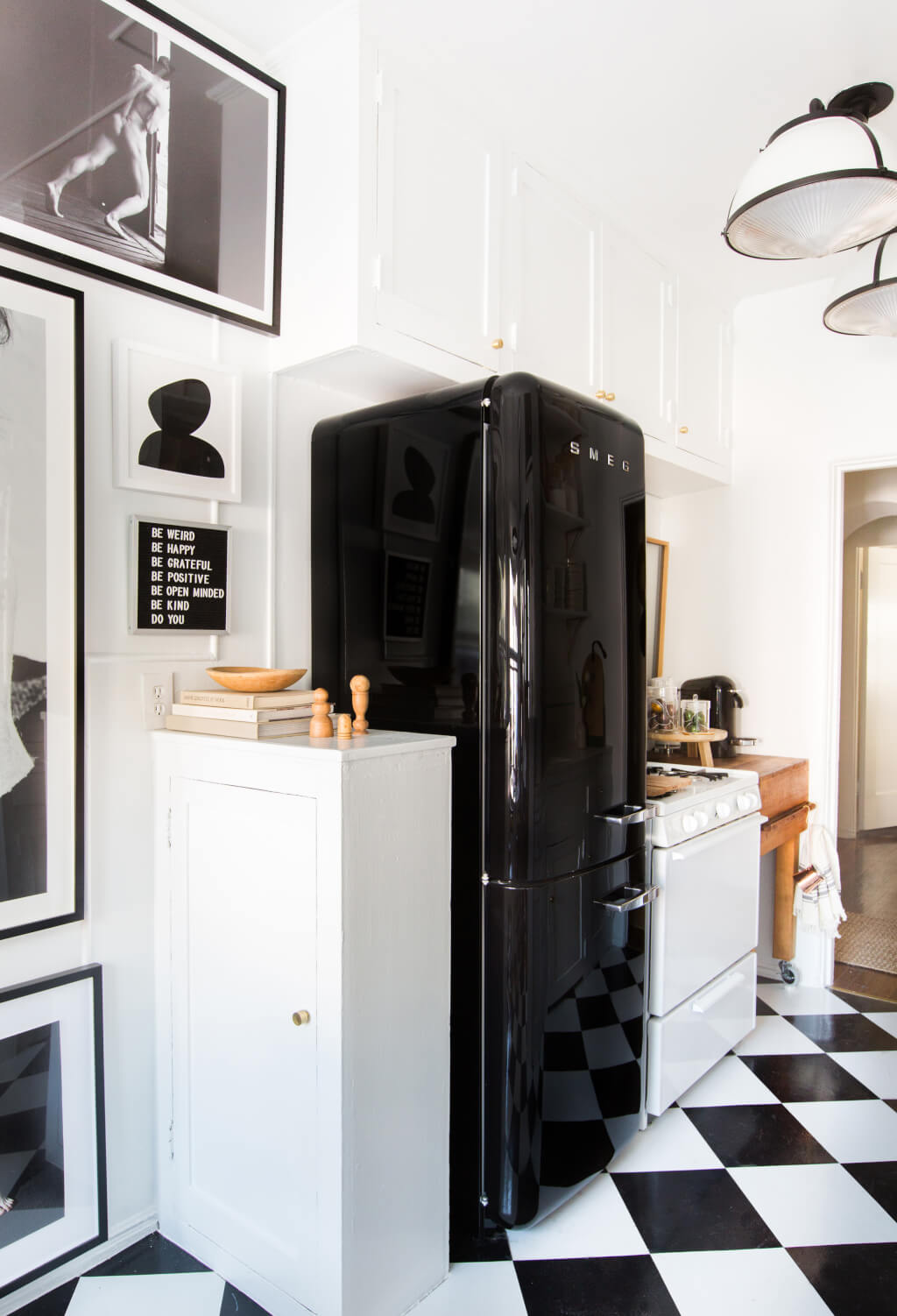 Brady-Tolbert_Emily-Henderson_Black-and-White-Kitchen_Vintage_Apartment-Refresh_Wood_Brass_Checkered-Floor_Copper-Pots_Eclectic_Glam_Modern_Traditional_23-1024x1502