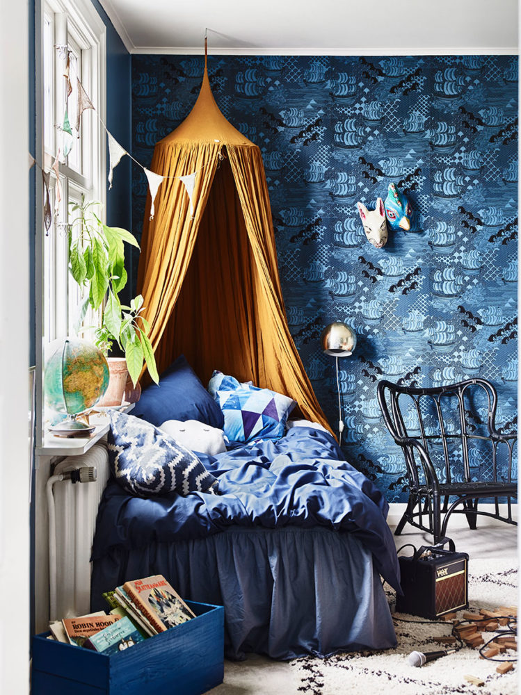 krickelin_barnrum_childrens_room_blue_tapet_wallpaper_Foto_Andrea_Papini-749x1000